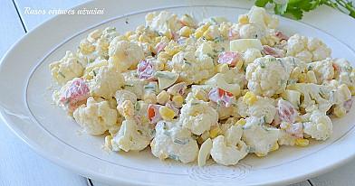 Салат из цветной копусты с яйцами, томатами и кукурузой. Сохраните рецепт!