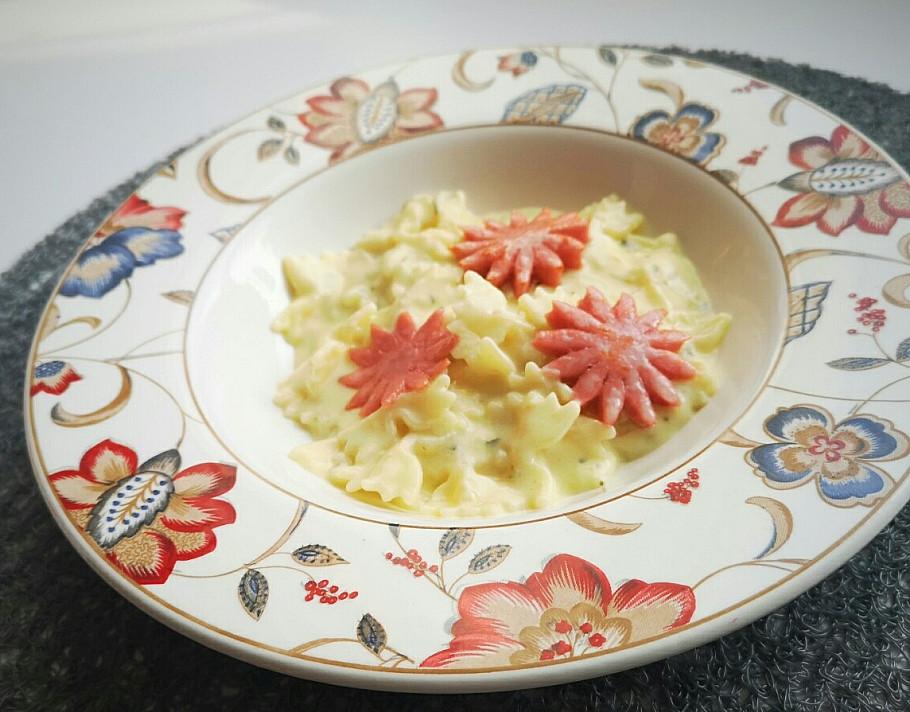 Просто, но вкусно: макароны с кремовым соусом и докторской колбасой