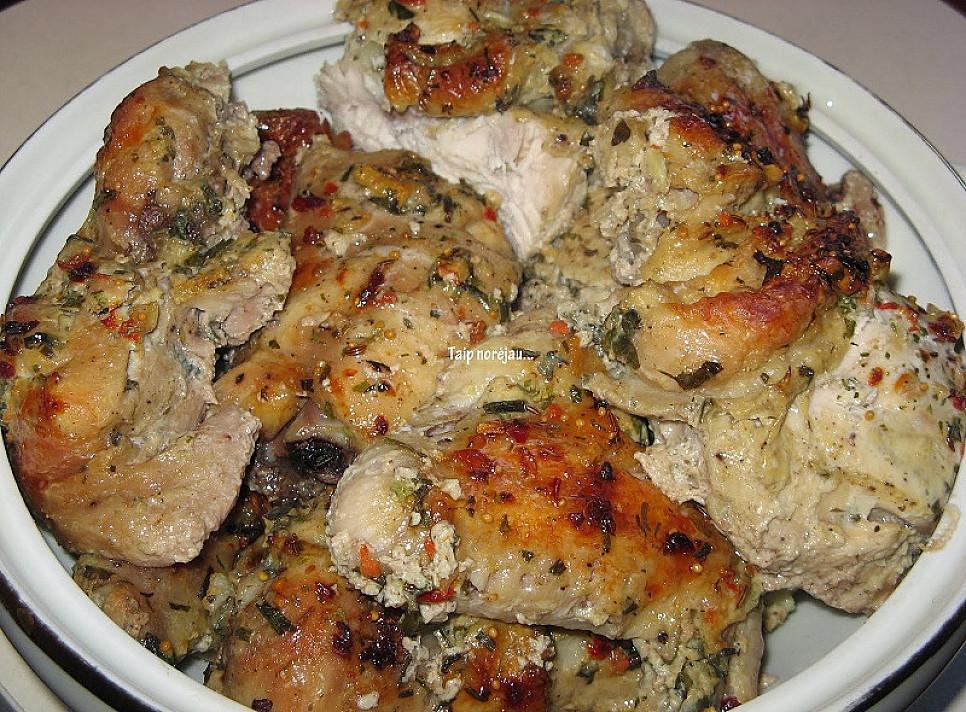 Запеченная курица, маринованная в кефире