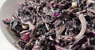 Нереально вкусный салат с красной капустой и медовым соусом