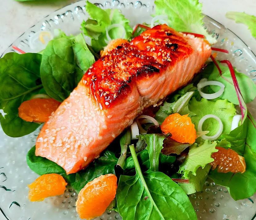 Cупервкусный горячий азиатский салат с форелью