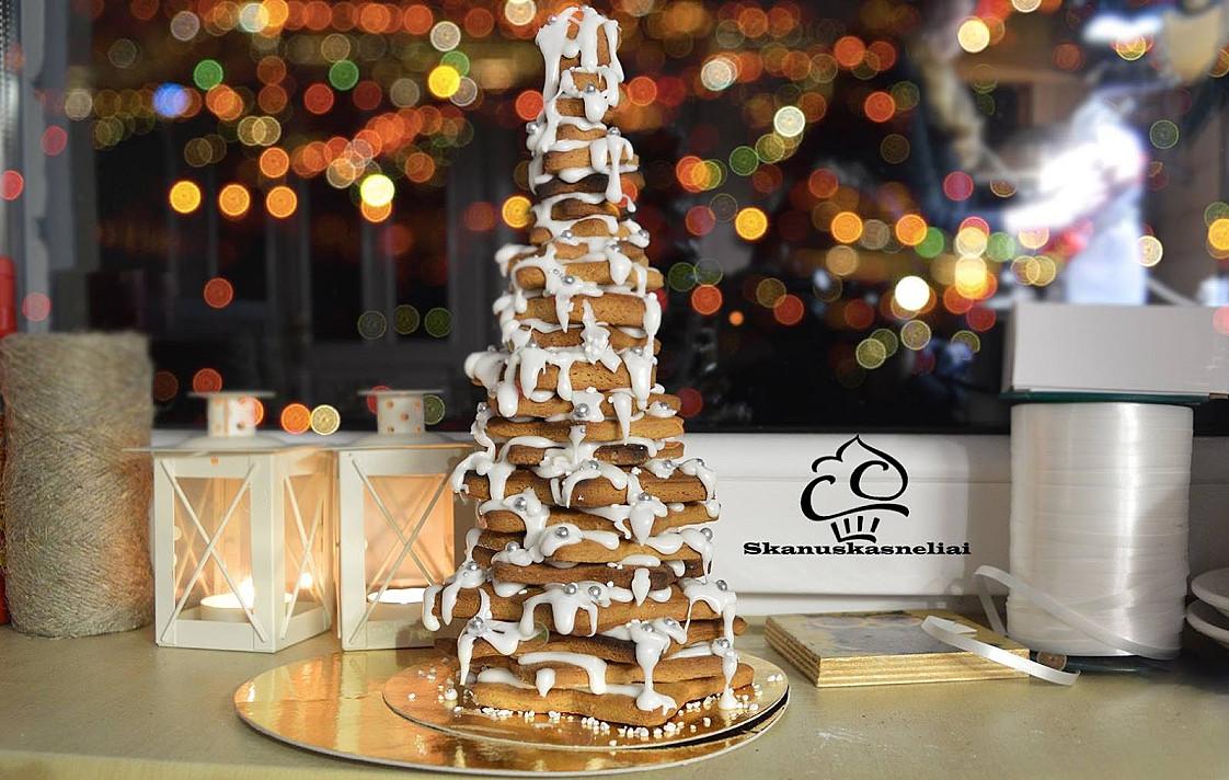 Valgomas Kalėdinis desertas: Kalėdinė meduolių eglutė (+ video)