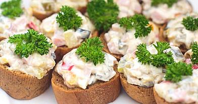Vieno kąsnio sumuštiniai su krabų mišraine - užsirašykite receptą jau dabar!