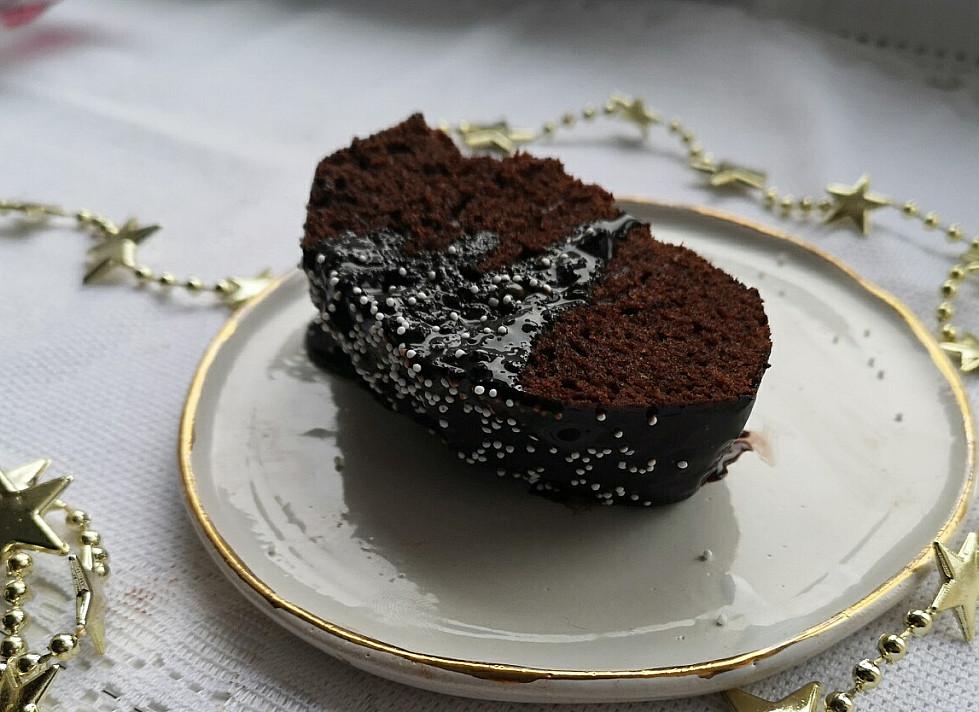 Tikrų tikriausias šokoladinis pyragas su šokolado glazūra
