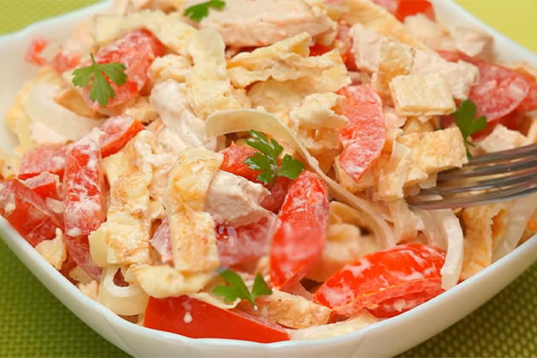 Norisi paragauti ko nors nauja? Išbandykite šias vištienos ir pomidorų salotas!