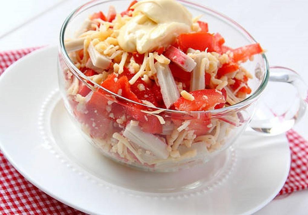 Krabų mišrainė su pomidorais ir sūriu - šių metų topas: visi klaus recepto!