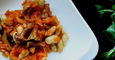 Keptų morkų mišrainė su voveraitėmis - privalo būti ant Kūčių stalo!
