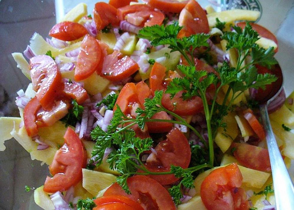 Cukinijų salotos su linų sėmenų aliejumi