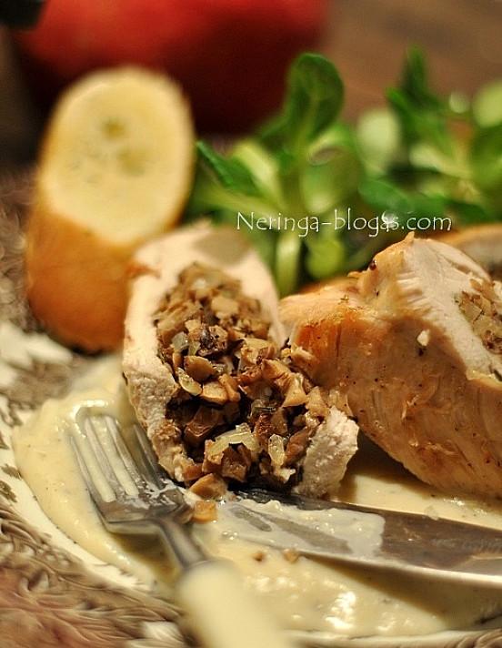 Grybais įdaryta vištiena - labai tinka Kalėdoms ar kitai šventei!