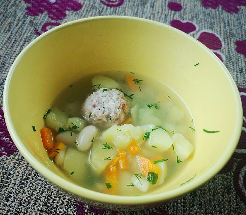 Mano skaniausia pupelių sriuba su mėsos kukuliais