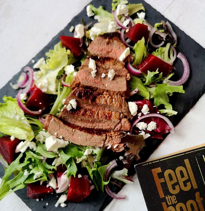Karštos jautienos salotos su feta sūriu