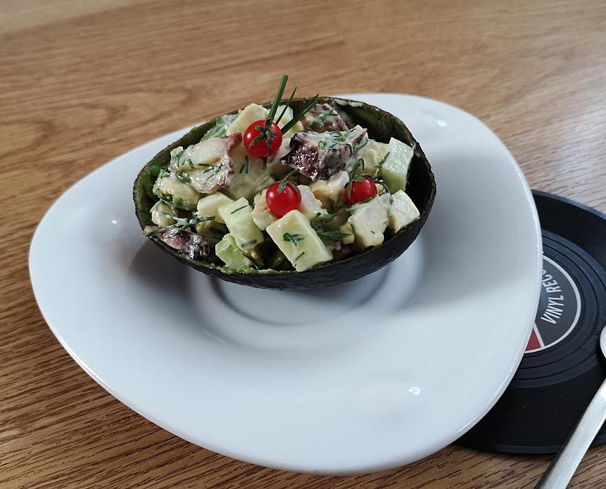 Kalmarų salotos avokado puselėse - kažkas naujo ir neragauto!