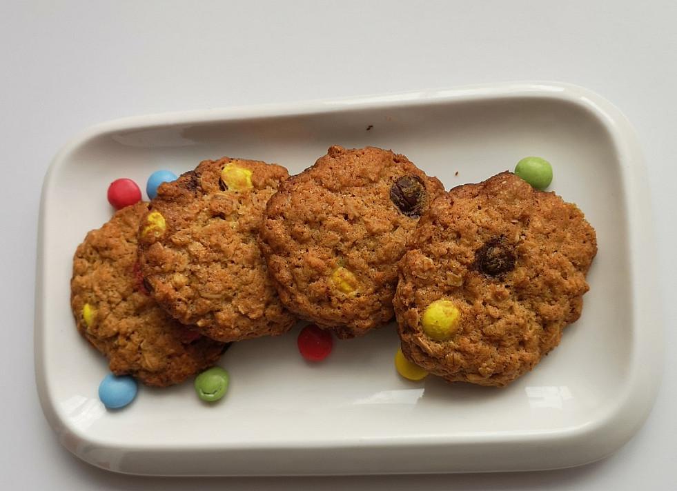 Avižiniai sausainiai su spalvotais saldainiukais - labai patiko šis receptas!