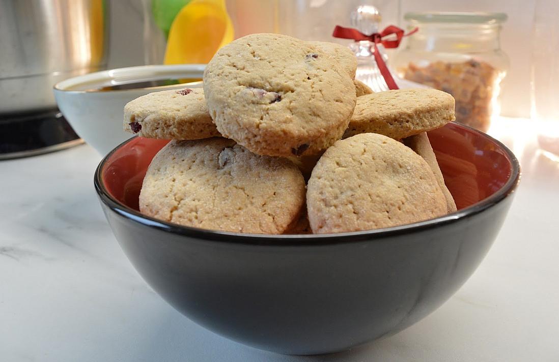 Minkšti avižiniai sausainiai su džiovintomis spanguolėmis