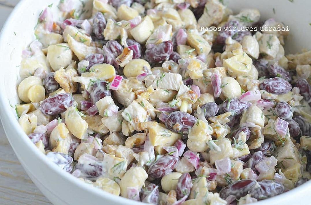 Karališko skonio sočios salotos su pupelėmis, pievagrybiais ir vištiena