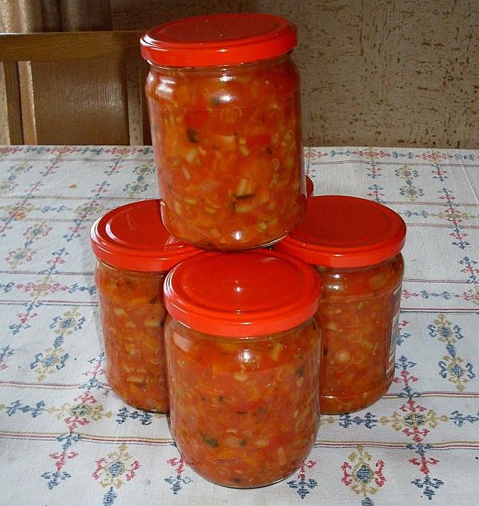 Anytos mišrainė žiemai (pomidorai, morkos ir paprikos)