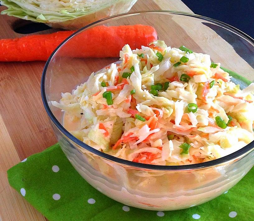 Amerikietiškos Coleslaw kopūstų salotos - idealu prie kepsnių, žuvies ar su duonos riekele!