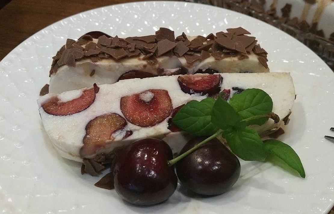 Varškės desertas su trešnėmis