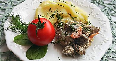 Vištienos skrandukų ir širdelių troškinys - nekasdieniška ir itin skanu!