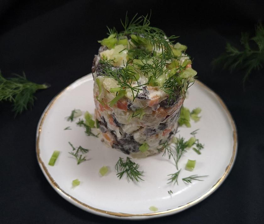 Soti bulvių mišrainė su grybais