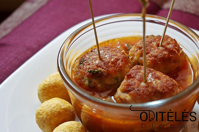 Vištienos arba triušienos kukuliukai su sūriu ir daržovių padažu