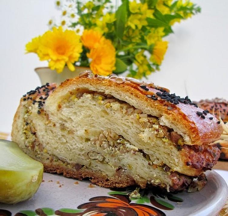 Wieniec - chleb z farszem s kaszy gryczanej i twarogiem