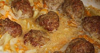 Mėsos kukuliai ant kopūstų
