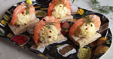 Užkandžių rutuliukai su krevetėmis (ant duoniukų)