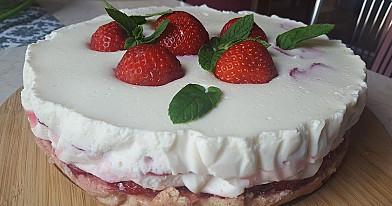 Braškinis jogurtinis tortas