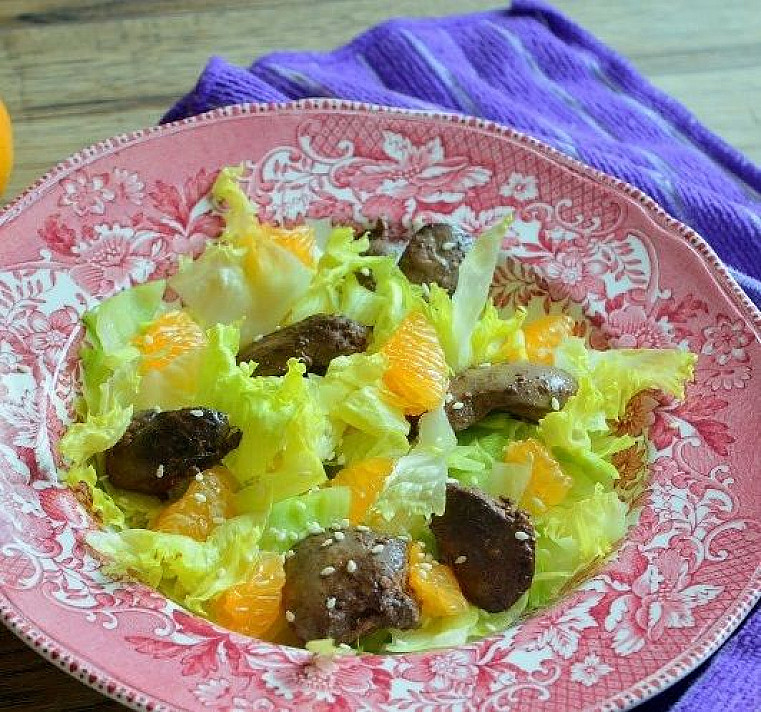 Vištų kepenėlių ir mandarinų salotos