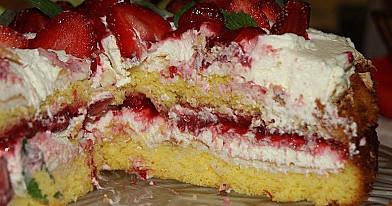 Lengvas braškinis tortas