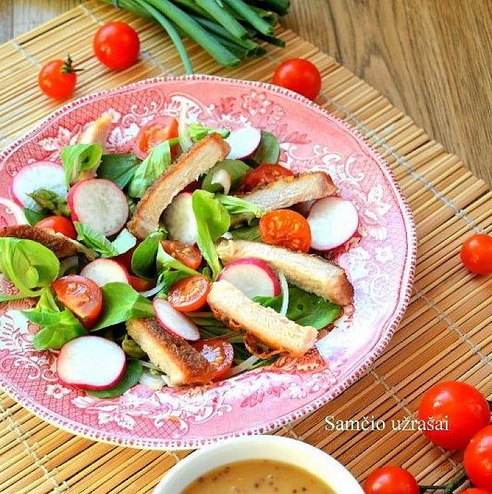 Salotos su kiauliena ir šparagais