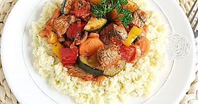 Kuskusas su mėsa ir daržovėmis (troškinys)