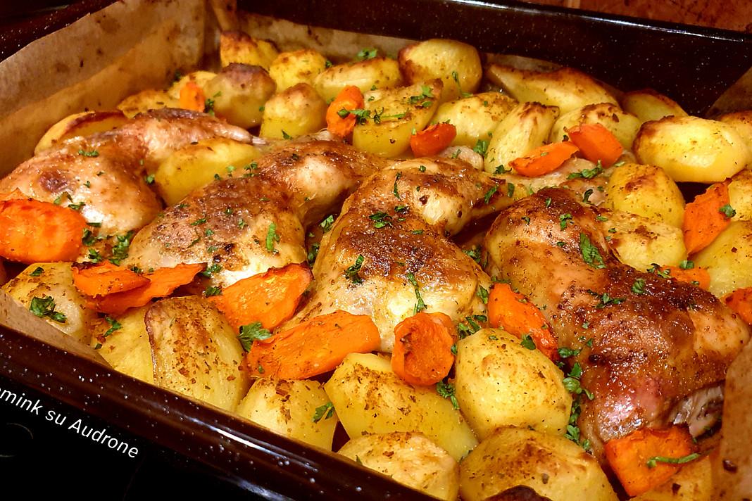 Kepti vištienos ketvirčiai su česnakais (su bulvėmis)