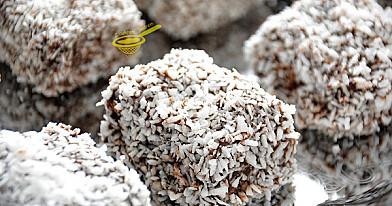 """""""Kudłacze"""" Lamingtony kostki kokosowe - polewą kakaową. Jak w 70-tych !"""