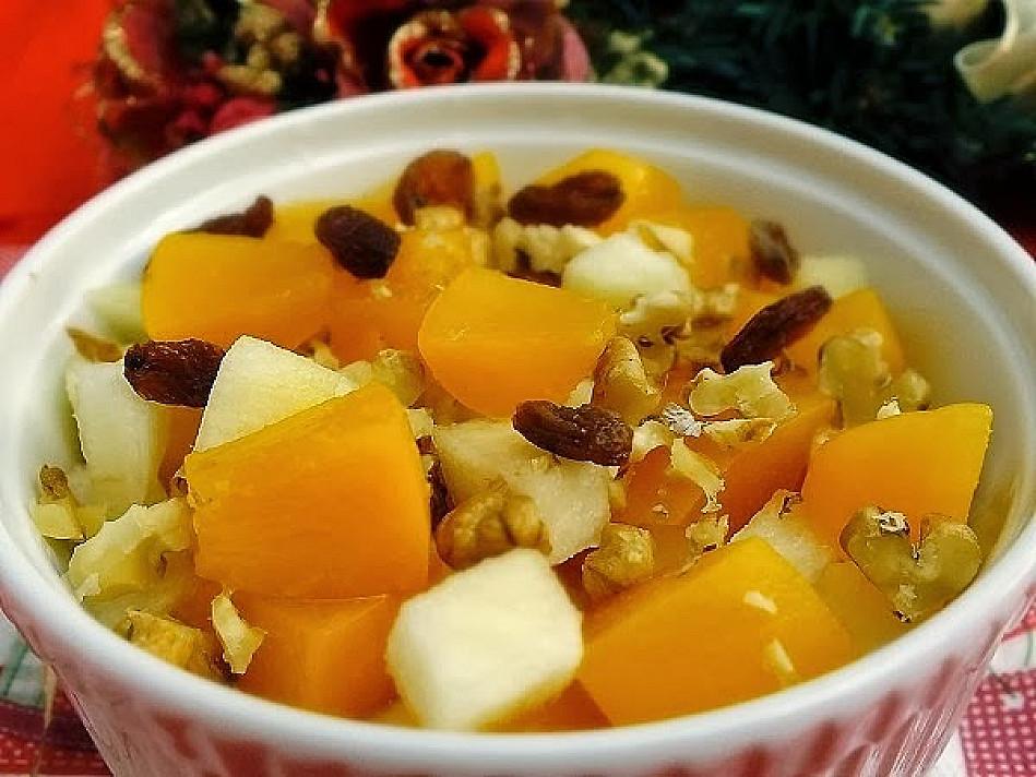 Odświeżająca sałatka z brzoskwiń i gruszek