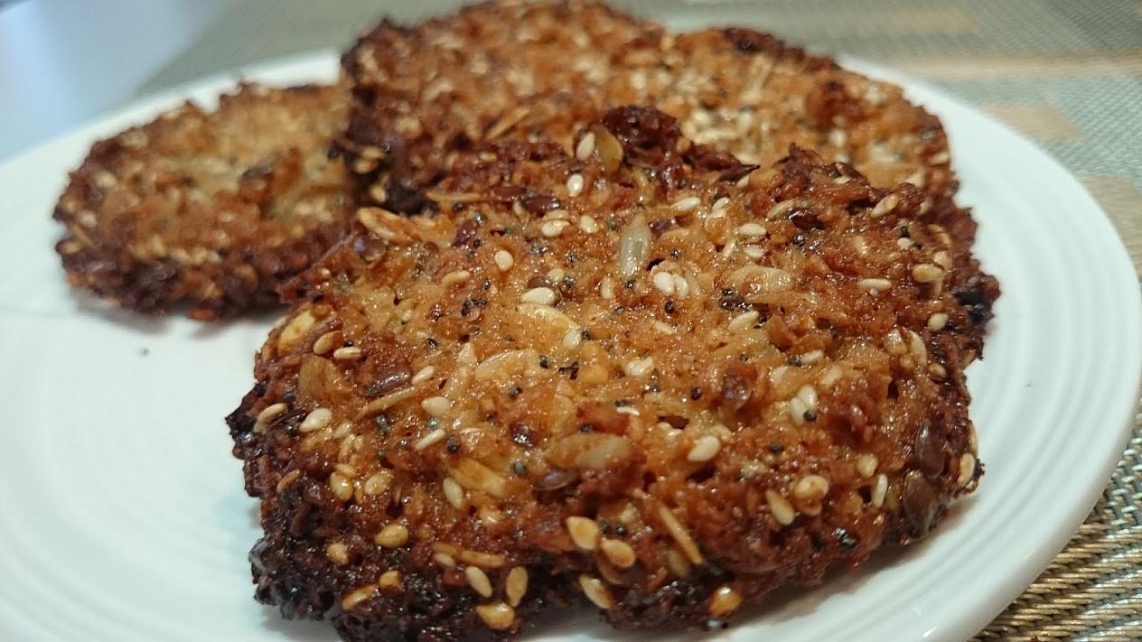 Riešutų ir sėklų sausainiai be miltų, be kiaušinių, be cukraus