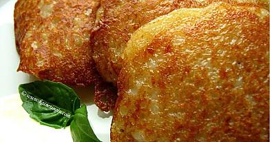 Tarkuotų bulvių bulviniai blynai su mėsos faršo įdaru