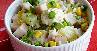 Sałatka z ryżu, kukurydzy i ananasów !