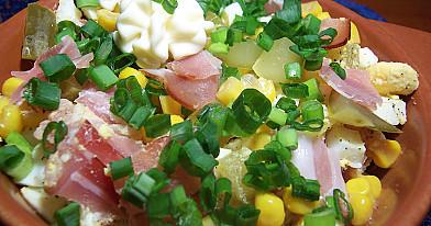 Sałatka z szynką wędzona i jajkiem