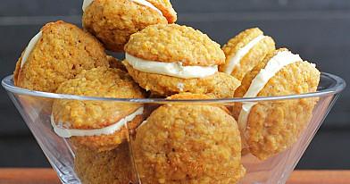 Morkų sausainiai su varškės kremu