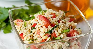 Sałatka z bulgur i pomidorami