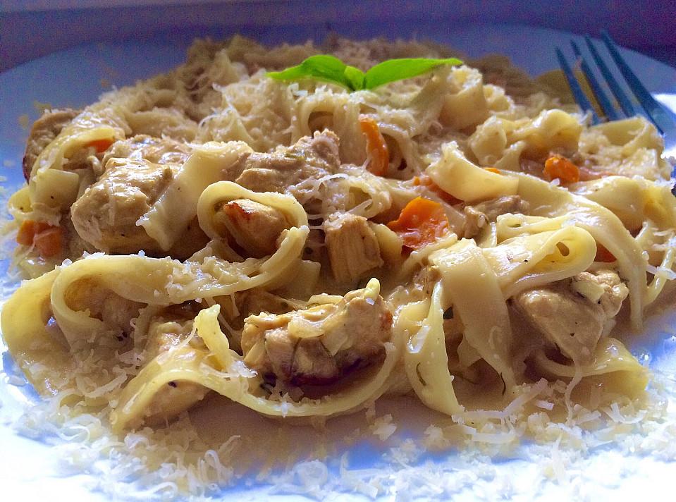 Makaronai grietinėlės padaže su vištiena