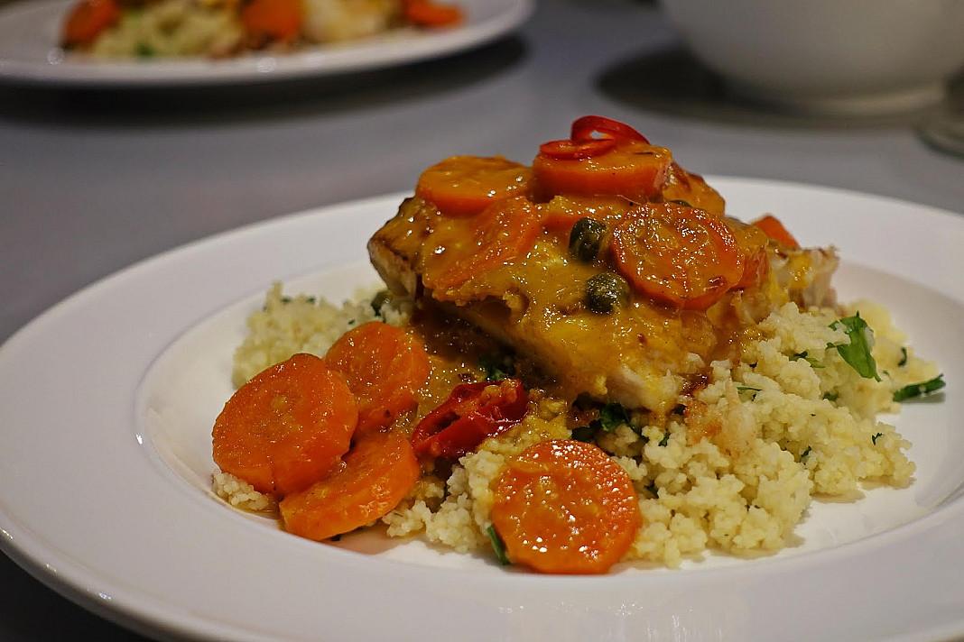 Žuvis: baramundžio filė su apelsinų-morkų padažu