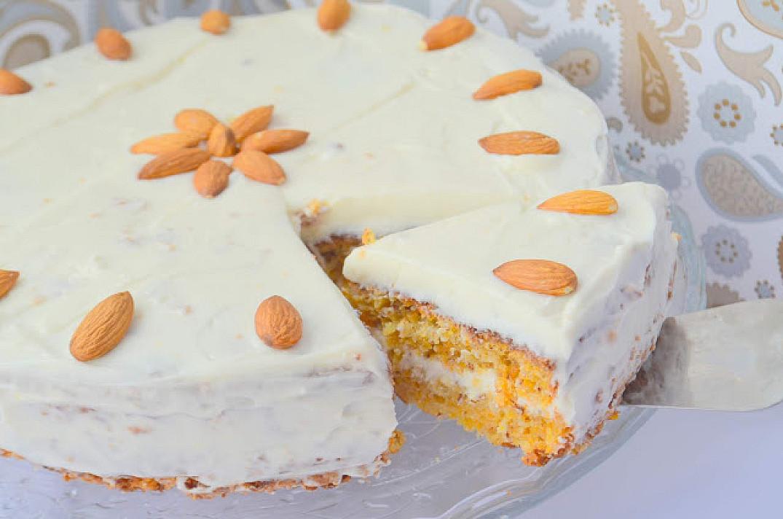 Pyszne ciasto marchewkowe z migdałami