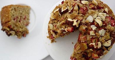 Rabarbarų ir riešutų pyragas