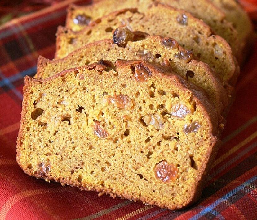 Chleb z rodzynkami dyni