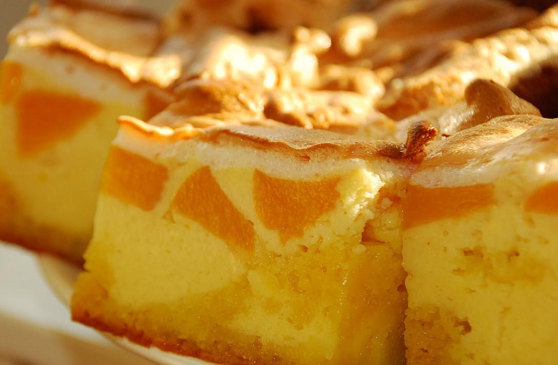 Skaniausias pyragas su varške ir persikais