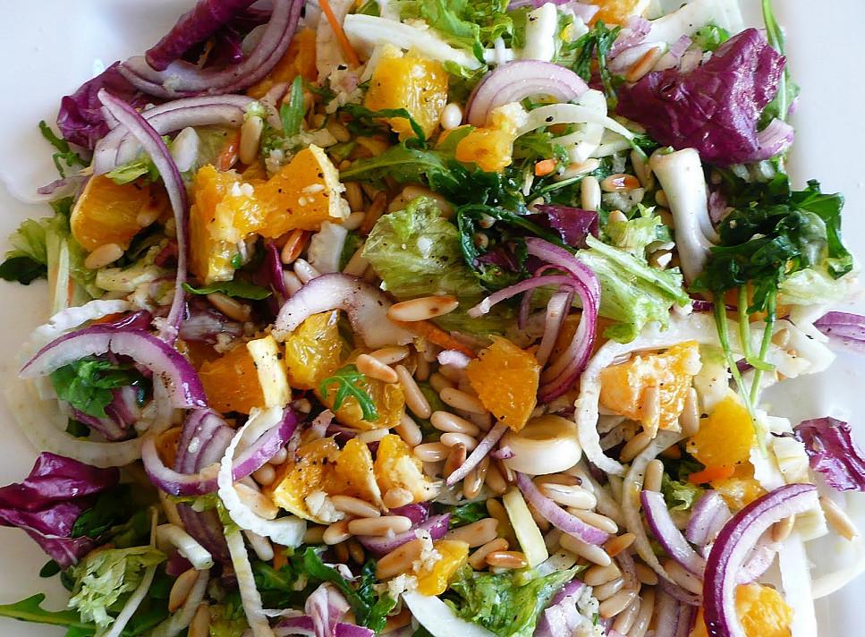 Gaivios salotos su pankoliu ir avokadu