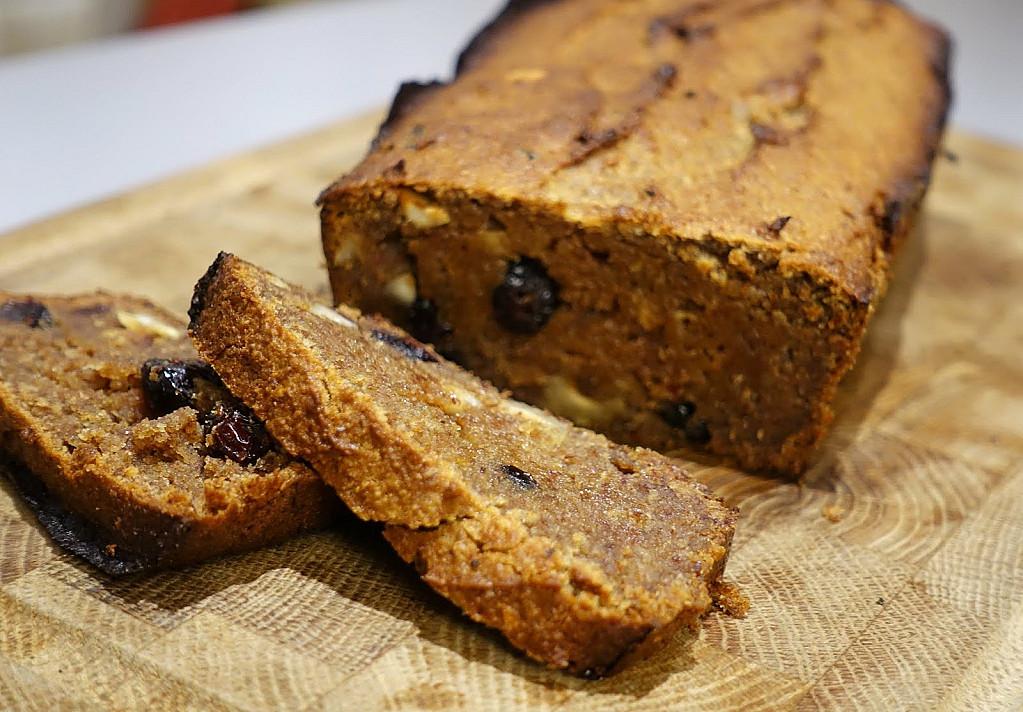 Greitas datulių ir migdolų pyragas (be cukraus ir be miltų)